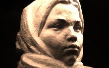Селиванов Н. / Девушка в полушалке  / гранит / 1962